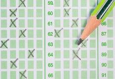 在答案纸的铅笔 免版税库存照片