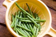 在筛子的干燥青豆 免版税库存照片