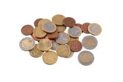 在简单的白色背景的欧洲硬币 库存照片