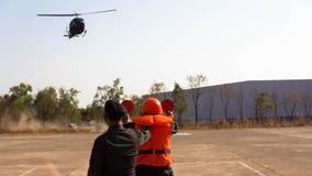 在简易机场的直升机着陆 免版税库存照片