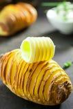 在箔烘烤的切的土豆用黄油 免版税库存图片