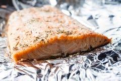 在箔的被烘烤的三文鱼 免版税图库摄影