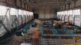 在管子工厂的寄生虫飞行 生产室 行业大商店 鸟瞰图 4 K 影视素材