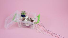 在箱子容器(1)的螺纹短管轴 库存图片