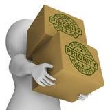 在箱子展示仓促和迫切包裹的优先权邮票 免版税库存照片