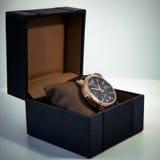 在箱子显示和包装的豪华精神手表 库存图片