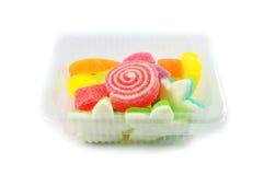 在箱子的五颜六色的果冻 库存图片