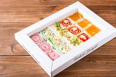 在箱子的传统土耳其快乐糖 免版税库存图片