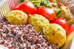 在箱子的健康食物,饮食概念 沙拉三明治 库存照片