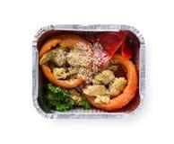 在箱子的健康食物,饮食概念 用鸡充塞的甜椒,硬花甘蓝,芝麻 库存图片