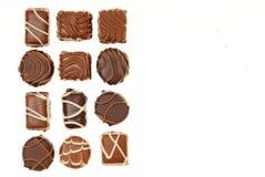 在箱子的各种各样的巧克力糖 库存照片