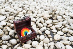 在箱子的彩虹 免版税库存图片