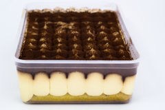 在箱子的提拉米苏 免版税库存图片
