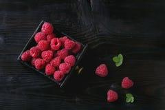 在箱子的新鲜的莓 库存图片