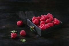 在箱子的新鲜的莓 免版税库存图片