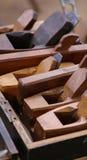 在箱子的木飞机 免版税库存图片