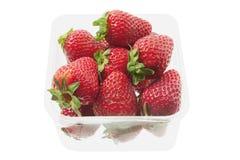 在箱子的草莓 图库摄影