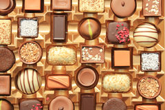 在箱子的豪华巧克力 免版税图库摄影