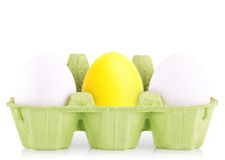 在箱子隔绝的标志概念白鸡蛋 免版税库存图片