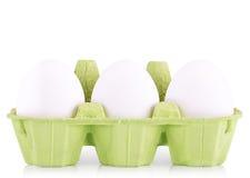 在箱子隔绝的标志概念白鸡蛋 库存图片