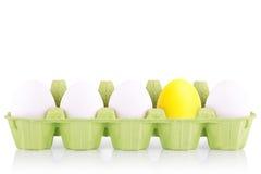在箱子隔绝的标志概念白鸡蛋 免版税库存照片