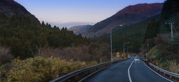 在箱根省的美丽的路 免版税库存图片