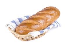 在篮子的全部的长的大面包 库存照片