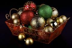 在篮子的圣诞节中看不中用的物品 库存图片