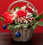 在篮子的圣诞节花束 库存照片