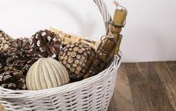 在篮子的圣诞节装饰品 库存图片