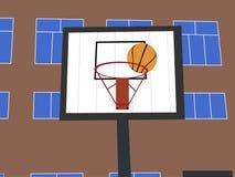 在篮子的外缘的B球 在风前面的操场 图库摄影