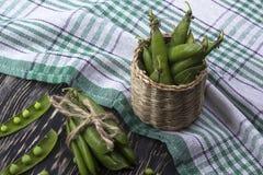 在篮子的新鲜的有机绿豆 图库摄影