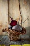 在篮子的新鲜的甜菜 库存图片