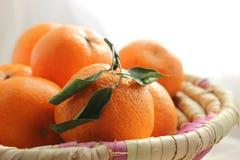 在篮子的橘子 免版税库存照片