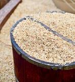 在篮子的米种子 免版税库存图片