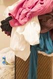 在篮子的肮脏的衣物洗涤的 库存图片