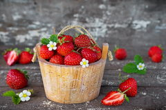 在篮子的草莓 图库摄影
