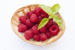 在篮子的莓 免版税库存照片