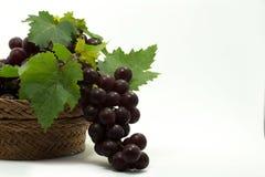 在篮子的葡萄 免版税图库摄影