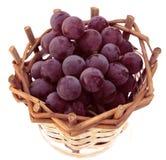 在篮子的葡萄 免版税库存图片