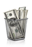 在篮子的金钱 免版税库存图片