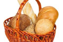 在篮子的面包 关闭白色的查出的一品红 库存照片