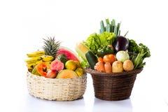 在篮子的水果和蔬菜 库存图片