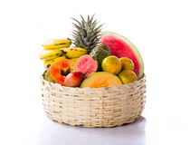 在篮子的水果和蔬菜 库存照片