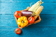 在篮子顶部的图象与秋天菜 库存照片