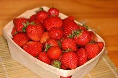 在篮子2的草莓 免版税库存图片