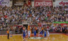 在篮球比赛射击的罚球 免版税库存照片