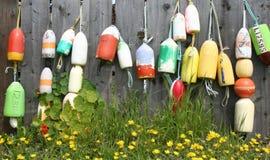 在篱芭的五颜六色的浮体 库存图片