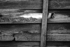 在篱芭的孔 免版税库存图片