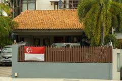 在篱芭的旗子新加坡国庆节的  免版税库存图片